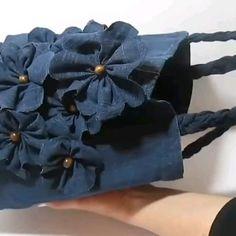 Denim Bag Patterns, Bag Patterns To Sew, Sewing Hacks, Sewing Crafts, Upcycled Crafts, Fabric Crafts, Artisanats Denim, Denim Handbags, Diy Bags Purses