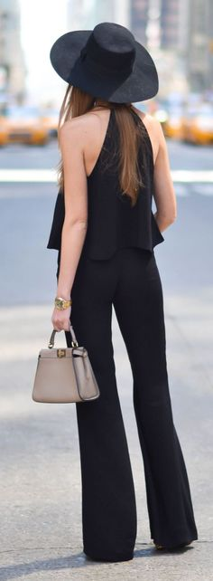 Street style | Chic loose top, black flared trousers and hat