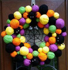 dailyyarn: Halloween yarn wreath by ArtsieAni Halloween Yarn Wreath, Diy Halloween Decorations, Halloween Crafts, Halloween 2019, Christmas Yarn, Manualidades Halloween, Craft Day, Autumn Crafts, Yarn Ball