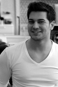 Image uploaded by Gitana ♛. Find images and videos about cagatay ulusoy, emir feriha and c.u on We Heart It - the app to get lost in what you love. Turkish Men, Turkish Beauty, Turkish Actors, Feriha Y Emir, Bad Boy Aesthetic, Beard Lover, Actrices Hollywood, Cute Actors, Cool Haircuts