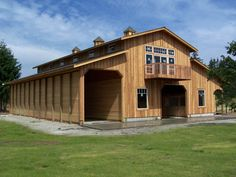 Custom Monitor barn built in Yelm, WA by Stable Systems, Inc, a Washington barn design and barn construction company. Dream Stables, Dream Barn, Barn House Plans, Barn Plans, Pull Barn House, Horse Barns, Old Barns, Architecture Art Nouveau, Barn Kits