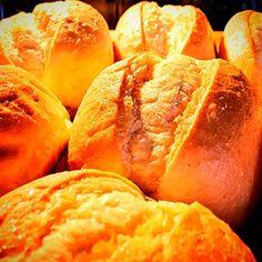 Erstmal ganz kleine Brötchen backen. #rolls #brötchen #aufbacken #baking #backen #homebaking #baker #bäcker #sonntag #sonntags #sunday #sundaymorning #breakfast #frühstück #sonntagmorgen #golden #knusprig #crunchy #foodie #bakagram #homemade #bread #bakingbread #gold #goldentoast #toasted #rostock #rostocker #rostockgram