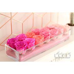 Qui a dit que les roses étaient éphémères? Cette douce composition aux couleurs gourmandes en étonnera plus d'un ! Composée de ses 14 roses elle dégagera un vent de fraîcheur agréable et une pointe de romantisme ! Retrouvez ce modèle sur notre boutique en ligne www.mademoiselle-candy.com