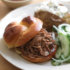 Southern Pulled-Pork Sandwiches Pork shoulder, a well-marbled cut available at most supermarkets, turns fork-tender after long, slow cooking. Ours is especially succulent with a spice rub and vinegar. Best Slow Cooker, Slow Cooker Recipes, Cooking Recipes, Slow Cooking, Crockpot Recipes, Freezer Recipes, Slow Food, Cooking Ideas, Charcuterie