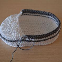 Kolay Convers Patik Yapılışı 14 Beanie, Converse, Hats, Bracelets, Jewelry, Allah, Fashion, Crochet Shoes, Amigurumi