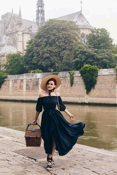 Picnic on the Seine: www. Outfits With Hats, Cute Outfits, Beautiful Dresses, Nice Dresses, Summer Photography, Photography Ideas, Vintage Outfits, Vintage Fashion, Feminine Dress