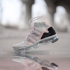 WMNS NIKE AIR VAPORMAX UTILITY PINK GREY🎀 ➖ Pas de date encore ménnés ! Mens Fashion Shoes, Sneakers Fashion, Nike Air Vapormax, Pink Grey, Max Vapor, Shoe Game, Sneakers Nike, Nice Jordans, Trainers