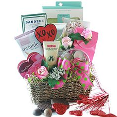 Valentinde's Day 2021 - Gift Basket Ideas Valentine Gift Baskets, Valentines Gift Box, Merry Christmas Santa, Christmas Poinsettia, Dark Chocolate Almonds, Chocolate Dipped, What Is Valentines Day, Gift Baskets For Him, Chocolate Gifts
