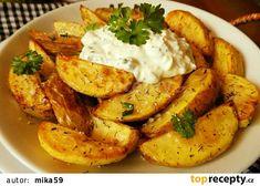 Pečené nové brambory s česnekovým tvarohem recept - TopRecepty.cz I Foods, Baked Potato, Camembert Cheese, Shrimp, Food And Drink, Potatoes, Meat, Chicken, Baking