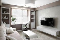Szary lub brązowy pokój z białymi meblami