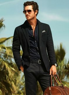 mens fashion -all black, the only thing missing in this picture, is a little more style with that pocket square, which could be accomplished with the help of The Hanky Buddy! www.thehankybuddy.com