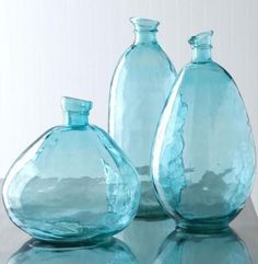 Feng Shui Decorating with Water: Blue Color Vases / Decor Elements
