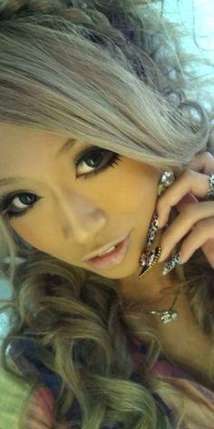 silver hair gyaru