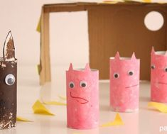 Manualidades-niños-reciclaje-rollos-carton-paper-tubes-cerditos-y-lobo Pillar Candles, Kids, Peppa Pig, Childcare, Recycled Materials, 1 Year, Animals, Bottle Cap Crafts, Infant Crafts