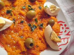 une salade tunisienne tradiotionnel trés parfumée. Vegetarian Recipes, Cooking Recipes, Healthy Recipes, Tunisian Food, Carrot Salad, Ramadan Recipes, Food Obsession, Middle Eastern Recipes, Mediterranean Recipes
