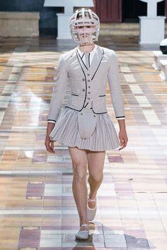 Summer 2020 Men's Fashion Collection: Skirts And Dresses! Thom Browne, Man Skirt, Dress Skirt, Backstage, Sport Fashion, Mens Fashion, Fashion Trends, Preppy Men, Jennie Blackpink