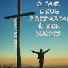O que Deus preparou é bem maior... Com essa certeza, sigo com passos firmes, superando cada dificuldade do caminho. Se hoje não deu, eu entrego e confio que amanhã será melhor. Na tentativa de construir meus sonhos, uso como base minha fé e a coragem que não me permite desistir. Claudia Augusto #claudiaaugusto #viverdeamor #amor #fé #Deus #oração #Prece #vida #paz #Bênção #gratidão #espiritualidade #2017 #Boanoite