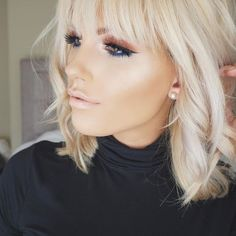 How to Thicken & Maintain Fine Hair Blonde Fringe, Blonde Hair With Bangs, Brown Blonde Hair, Medium Hair Styles, Short Hair Styles, Hair Addiction, Hairstyles With Bangs, Short Blonde Haircuts, Great Hair