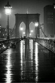 Photographer Oleg Lugovskoy captures the visual urban poetry of New York City with this iconic image of a rain slick Brooklyn Bridge at night in glorious black and white. Black And White Picture Wall, Black And White Pictures, New York Black And White, Black White, Julia Gomes, New York City, Voyage New York, Photo D Art, New York Photos