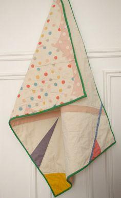 Modern baby crib quilt: Nani Iro/geometric colours. €110,00, via Etsy.