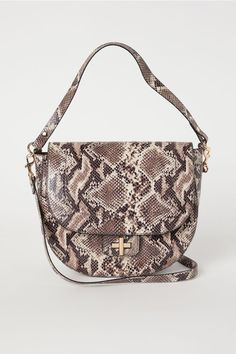 Saddle bag in snakeskin-patterned imitation leather with a handle and detachable, adjustable shoulder strap with carabiner hooks. Flap with a metal fastener Retro Chic, Motif Serpent, H&m Collaboration, H&m Gifts, Beige, Fashion Company, Snake Skin, Lady, Saddle Bags