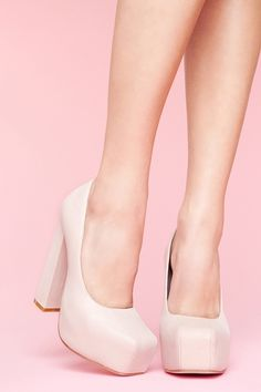 I love the clunkiness of them! The color is amazing tooo! Ugly Shoes, Fancy Shoes, Shoes Heels, Walking In High Heels, Spring Racing, Pink Pumps, Thick Heels, Platform Pumps, Favorite Color