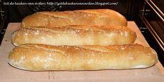 Uit de keuken van Levine: Recept Stokbrood. Tarwebloem vervangen voor speltbloem. Iets minder water toevoegen, ik heb 300ml erin gedaan. Gebruik voor het water onderin de oven geen keramieke schaal, die van mij is helaas overleden... Verder niet al te moeilijk recept, kost alleen wat tijd. Wel erg lekker brood! (ook op een gewone bakplaat in de oven)