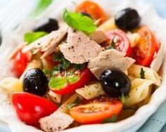 salade de pennes au thon et olives : http://www.cuisineaz.com/recettes/salade-de-pennes-au-thon-et-olives-53694.aspx