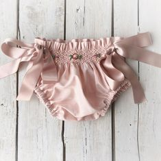Image gallery – Page 815433076259013077 – Artofit Baby Bloomers Pattern, Diaper Cover Pattern, Fashion Kids, Baby Girl Fashion, Hipster Babies, Diaper Covers, Heirloom Sewing, Boho Baby, Baby Sewing