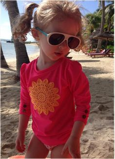 Looking very stylish in her shades. Thanks @theminipost for posting!