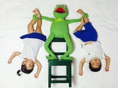 Quand une maman met en scène ses jumeaux lorsquils dorment  2Tout2Rien