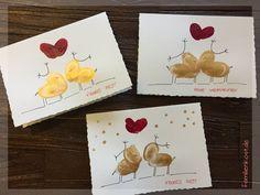 Weihnachtskarten mit Fingerfarben selber machen: Anleitung, wie ihr mit Malfarbe und eurem Fingerabdruck tolle Karten zu Weihnachten selber machen könnt - Christmas Card with fingerprints - Ich glaub mich knutscht ein Elch: http://www.familienkost.de/artikel_weihnachtskarten_basteln.html#weihnachtskarten_mit_fingerabdruecken