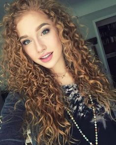 This is how you transform your natural frill into a beautiful curls - Long Curly Hair, Curly Girl, Wavy Hair, Curly Hair Styles, Natural Hair Styles, Red Hair Extensions, Sexy Curls, Ginger Hair, Pretty Hairstyles