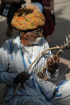 Old Misician in India! Music Sing, Sound Of Music, New Music, Pub Radio, Indian Musical Instruments, Street Musician, Musica Popular, World Music, Street Artists
