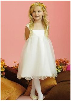 This flower girl dress is so cute!
