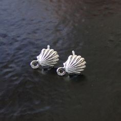 These cute stud earrings are great for beach themed earrings. They are made of sterling silver and include .925 sterling silver ear nuts. The shell