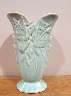 Mccoy Pottery Vases, Roseville Pottery, Blue Pottery, Ceramic Pottery, Ceramic Art, Vintage Crockery, Vintage Vases, Vintage Pottery, Vintage Pyrex
