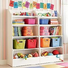 Bookcase decorating idea