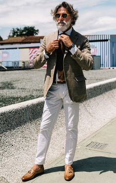 Street style photographer Yu Yang captures some of the best dressed attendees at Pitti Uomo 94 so you can take inspiration for your own looks. Italian Mens Fashion, Older Mens Fashion, Mature Fashion, Mens Fashion Suits, Italian Style Men, Older Mens Hairstyles, Gents Fashion, Modern Gentleman, Street Style Summer