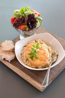 Fish pie with side salad and a crusty bread roll. Pie Recipes, Healthy Recipes, Start A Diet, Fish Pie, South African Recipes, Side Salad, Fish Dishes, I Foods, Rolls