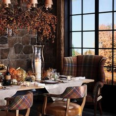 The season's warm hues wind throughout the new collection, from furniture and decorative accessories to every décor… Ralph Lauren Looks, Ralph Lauren Style, Ralph Lauren House, Ralph Lauren Home Living Room, Home And Living, Fall Home Decor, Autumn Home, English Country Decor, Equestrian Decor