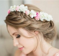 Flower girl hairstyles must be sweet and lovely. Take a closer look at our gallery and choose the best Flower Girl Hairstyles. Flower Crown Hairstyle, Flower Girl Hairstyles, Crown Hairstyles, Vintage Hairstyles, Bridal Hairstyles, Hair Crown, Braid Flower, Curly Wedding Hair, Wedding Updo