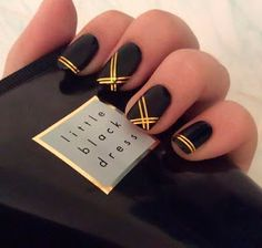 Adorable Gold Nail Art Ideas For Your Glamorous Style - Do you have a hard time picking out nail polish? Are you overwhelmed with all the choices? Well, most women are as there's a huge selection of nail po. Black Gold Nails, Gold Nail Art, Black Nail Art, Blue Nails, Black Silver, Gold Art, Red Gold, Chic Nails, Stylish Nails