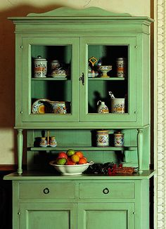 Alacenas Clásicas Chievo Decor, Furniture, Furniture Makeover, Green Painted Furniture, Classic Cabinets, Recycled Furniture, Hand Painted Furniture, Home Furniture, Painted Furniture