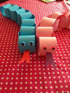 Slangen knutselen van papier. Heerlijk om de kinderen mee bezig te houden. Knutselen met kleuters.