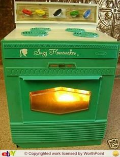 Suzy Homemaker Oven-I loved this thing! Vintage Theme, Vintage Games, Vintage Toys, My Childhood Memories, Sweet Memories, Family Memories, Kids Growing Up, Toy Kitchen, I Remember When