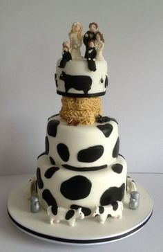 Personalised cow wedding cake with straw bales and family Love Wedding Themes, Country Wedding Decorations, Beautiful Wedding Cakes, Wedding Cake Designs, Tractor Wedding, Farm Wedding, Themed Cupcakes, Wedding Cupcakes, Rodeo Birthday