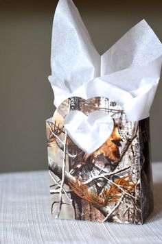 Hey, I found this really awesome Etsy listing at http://www.etsy.com/listing/161917072/realtree-camo-heart-handled-gift-bags