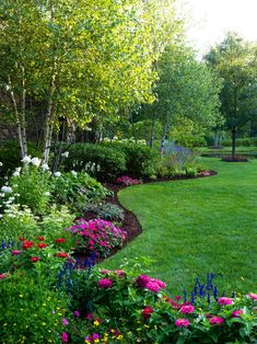 52 Beautiful Backyard Garden Design Ideas Can For Your Garden Planning Backyard Garden Design, Lawn And Garden, Backyard Ideas, Easy Garden, Porch Ideas, Garden Paths, Front Yard Landscape Design, Wooded Backyard Landscape, Simple Landscape Design