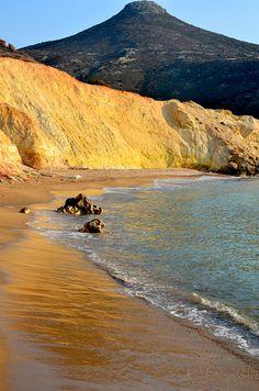 agios ioannis golden beach in milos